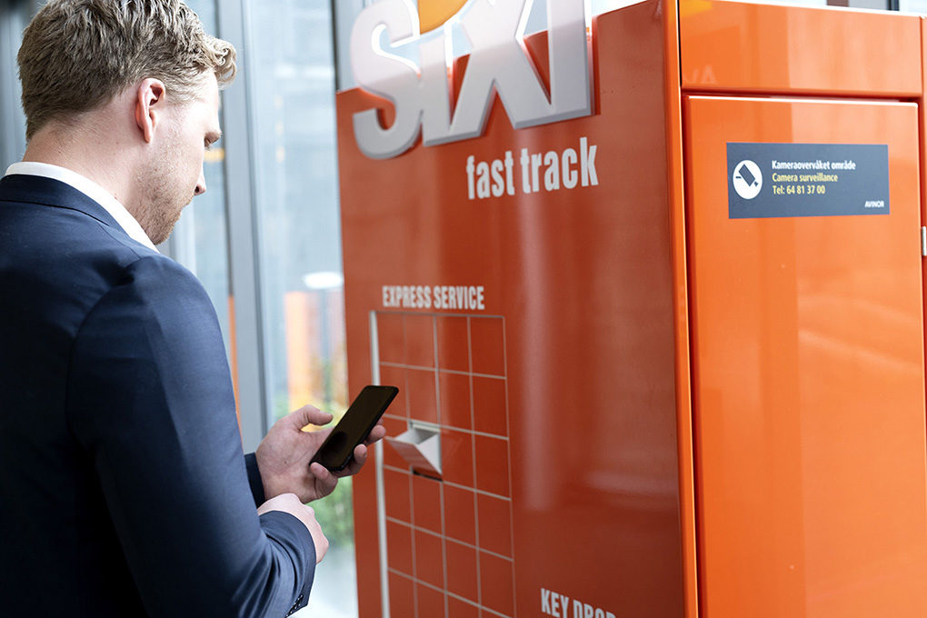 Sixt Fast Track cabinet and man-2